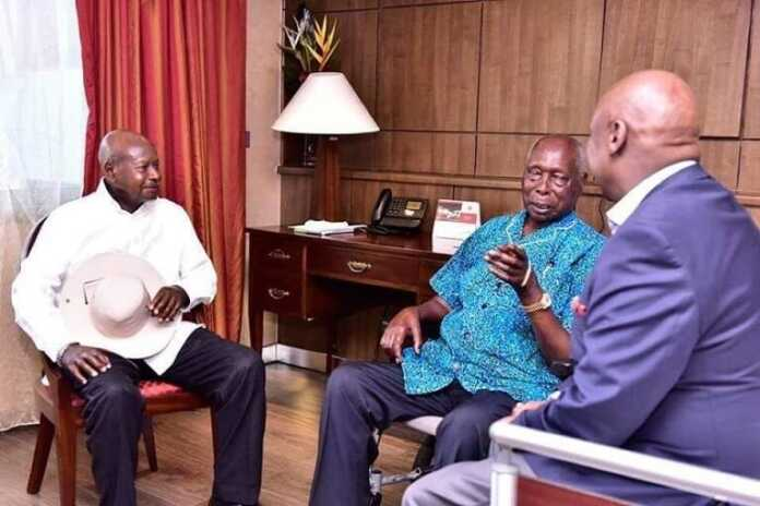 Nuseveni pays a courtesy call to retired President Moi
