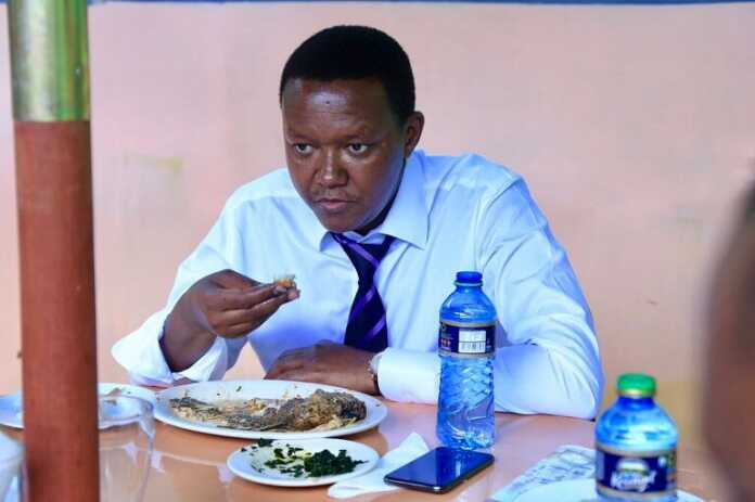 Governor Alfred Mutua treats self with some fish at Lake Victoria