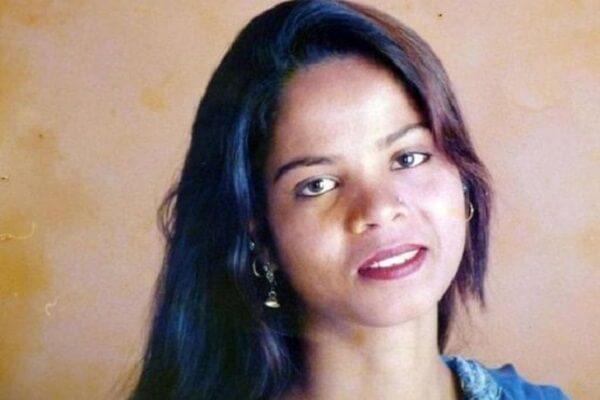 Asia Bibi leaves Pakistan for Canada