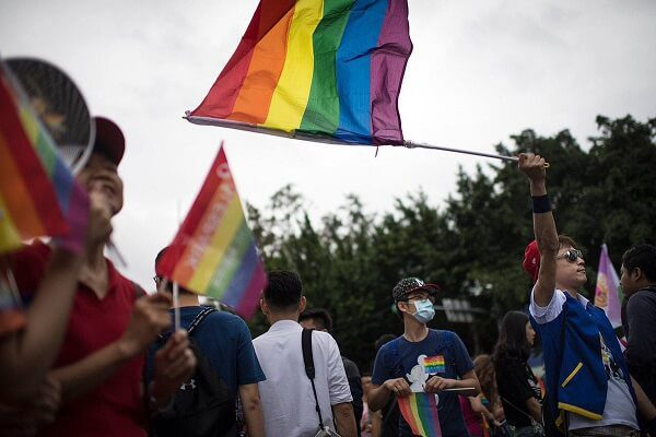 Taiwan parliament legalizes same-sex union