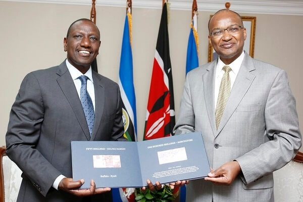 DP William Ruto receives the historic serial number 2 currency