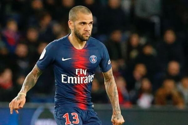 Dani Alves announces PSG departure