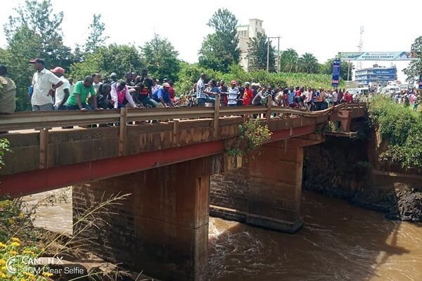 Sagana residents protest police laxity to retrieve a body