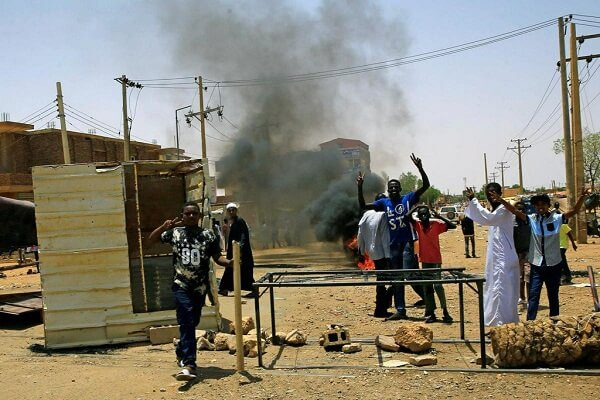 Sudanese officials have denied that at least 100 people have been killed during a protest saying the number stands at 46 in the latest Sudan news. The latest Sudan news indicated at least 100 people were killed during the anti-democracy a figure that was reported by doctors linked to the opposition. On Tuesday at least 40 bodies were pulled out of River Nile in Khartoum as the authority stayed quiet over the issue. On Thursday the number is said to stand at 46 as the Sudanese opposition activist rejected talks with the military council saying it cannot be trusted. Residents are now living in fear as the military council say that protesters have been used by rogue elements and drug dealers. The feared paramilitary unit the Rapid Support Forces is said to be roaming the streets targeting civilians. Doctors fear in latest Sudan news As residents are coming to terms with the violence, doctors are living in fear of reporting to work in the latest Sudan news. In fear of being targeted, doctors have now left medical students to take of the patients as some report to have been shot. Trouble in Sudan began after the ousting of long term President Omar al-Bashir from power as the military council took over. Demonstrators standing outside the military headquarters are said to have agreed with the military council for a three-year transition leading to elections. On Monday morning things changed as the security forces opened fire on unarmed protesters as the head of military council said that agreement was canceled and that the elections will be held in nine -months' time.
