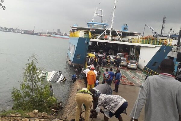 Lorry with maize bags skids into the sea in Mombasa