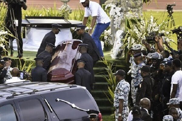 Fans open coffin of the late DJ Arafat to confirm if its really him