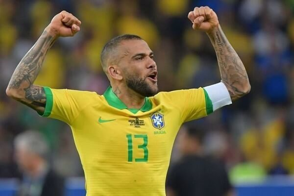 Dani Alves joins Sao Paulo on free transfer