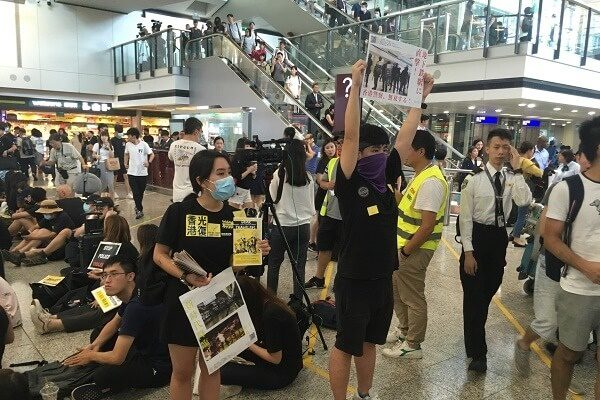Hong Kong protesters take over the airport for three days