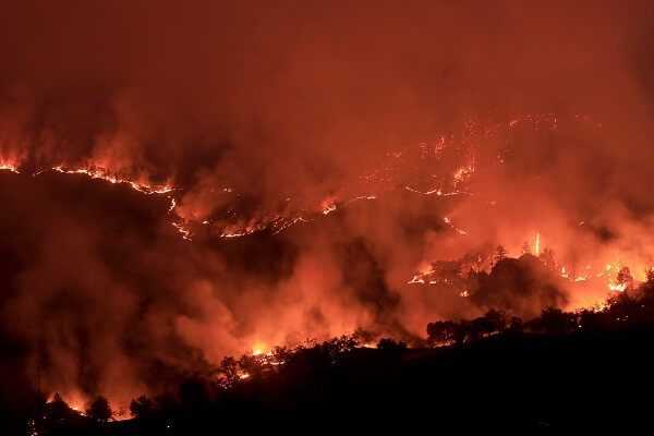 Kincade fire causes blackouts in California