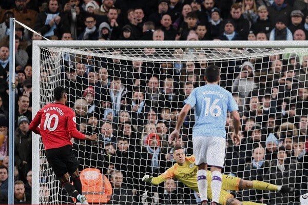 Manchester united beat Manchester City at Etihad