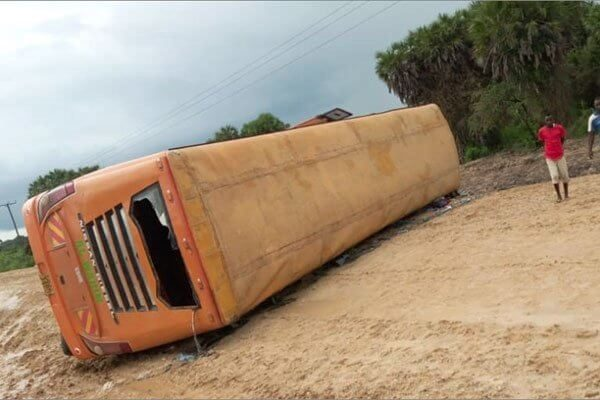 Tawakal bus heading to Lamu overturns at Maisha Masha