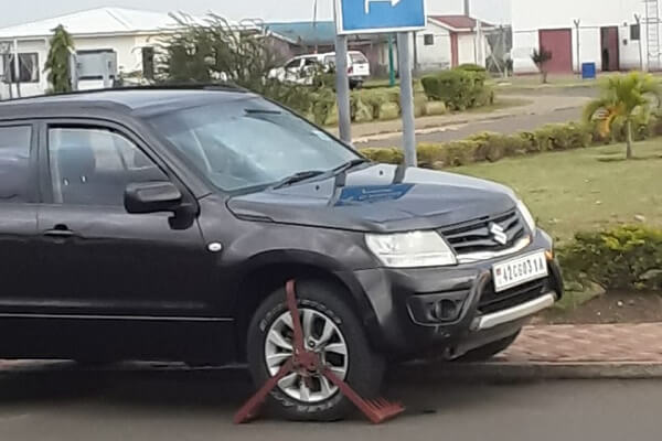 Kisumu Governor's vehicle clamped by NYS officers at the airport