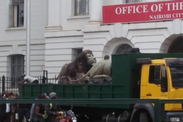 Lion sculptures outside City Hall removed