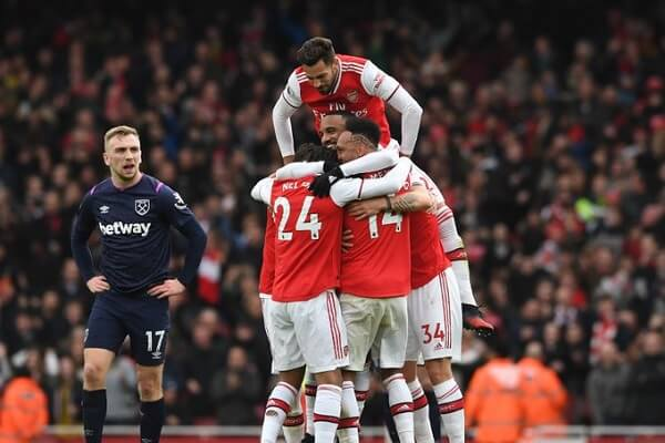 Arsenal beat West Ham to close the top four gap to five points