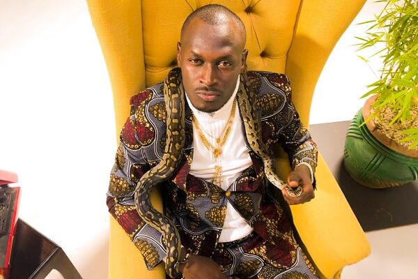 King Kaka shocked by an obsessed female fan