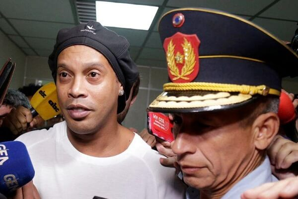 Ronaldinho in Paraguay court over possession of fake papers