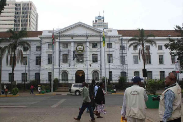 Armed goons attack Speaker Elahi and 30 MCAs at City Hall