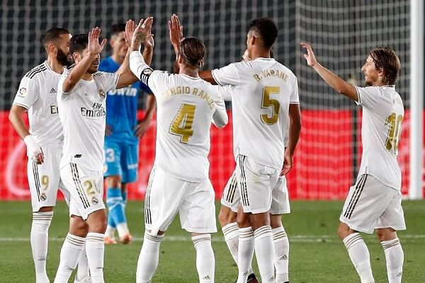 Benzema makes history as Real Madrid thrash Valencia