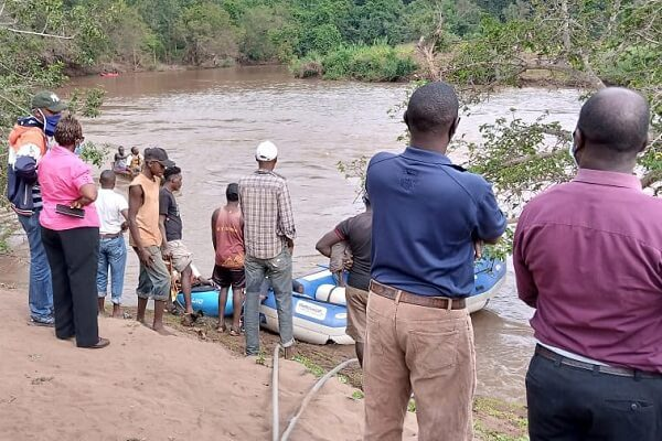 A father and two children capsize in River Sagana in Kirinyaga
