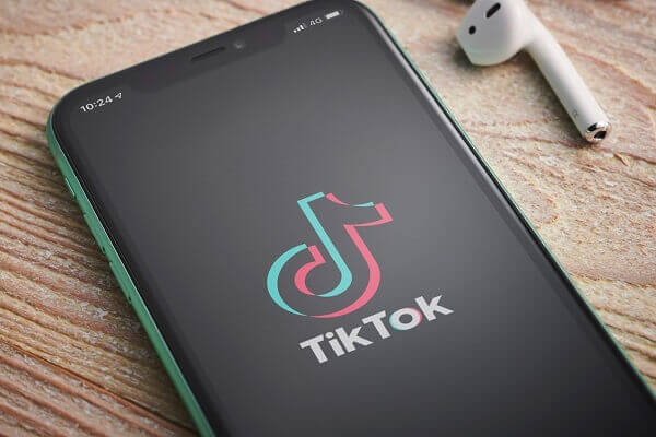 TikTok and WeChat banned from US app stores come Sunday
