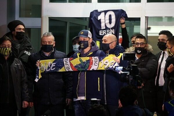 Fenerbahce complete the signing of Mesut Ozil