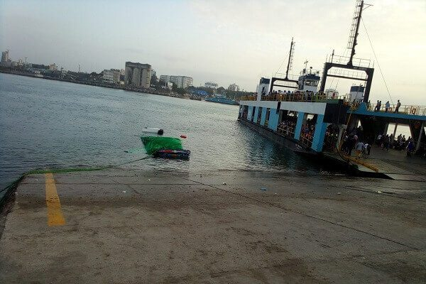 Trailer plunges into the Indian Ocean at the Likoni crossing