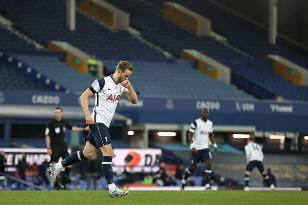 Harry Kane sustains ankle injury as Tottenham, Everton draw