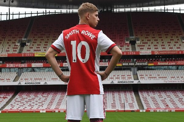 Emile Smith-Rowe signs contract to 2026, issued No.10 shirt